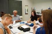 Veli Alpsoy unterrichtet bald zum letzten Mal in seinem Klassenzimmer in der Grüenau. (Bild: Emilie Jörgensen)
