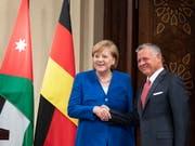 Zufriedenheit und Einigkeit bei der deutschen Kanzlerin Angela Merkel und dem jordanischen König Abdullah II. (Bild: KEYSTONE/EPA/CHRISTIAN BRUNA)