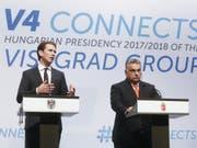 Österreichs Bundeskanzler Sebastian Kurz (l.) und Ungarns Ministerpräsident Viktor Orban am Donnerstag anlässlich des Treffens der Visegrad-Gruppe in Budapest. (Bild: Keystone/APA/BUNDESKANZERLAMT/DRAGAN TATIC)