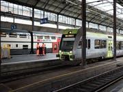 Die BLS findet sich mit dem Entscheid des BAV ab: Sie wird ab Dezember 2019 die zwei zugesprochenen Verkehrslinien Bern - Biel und Bern - Burgdorf - Olten befahren. (Bild: KEYSTONE/CHRISTIAN BEUTLER)