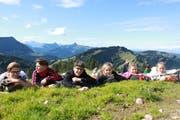 Praxisbezug wird an der Rudolf Steiner Schule gross geschrieben: Sowohl im Schulalltag als auch durch die vielen Praktika und Lager werden Eigeninitiative, Einsatzbereitschaft und Motivation gefördert. Bild: PD
