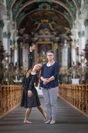 Robina Steyer und Hildegard Aepli in der Kathedrale. (Bild: Michel Canonica)
