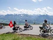 Besonders beliebt bei Töffli-Fans: Touren in ländlichen Gegenden. (Bild: ARCHIV KEYSTONE/ALEXANDRA WEY)