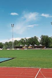 Die Fussballwiese der «Kellen», dahinter das Restaurant Sporttreff. Der FC will auf der Anlage ebenfalls Einnahmen machen. (Bild: jor)