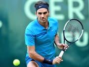 Roger Federer benötigt gegen Benoit Paire seine volle Konzentration (Bild: KEYSTONE/EPA/SASCHA STEINBACH)