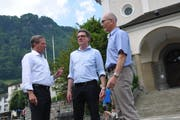 Die drei Hauptverantwortlichen (von links): Remo Zberg (Gemeindepräsident), Niklaus Reinhard (Juryleiter) und Martin Dudle (Kirchgemeindepräsident).
