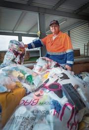 Plastiksammlung mit Kuh-Bag in Kreuzlingen. (Bild: Andrea Stalder)