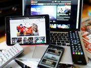 Die Frage, ob Online-Medien für Audio- und Videoangebote Geld aus der Medienabgabe erhalten sollen, ist unter den Parteien umstritten. (Bild: KEYSTONE/JEAN-CHRISTOPHE BOTT)