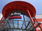Der Steinhoff-Konzern, zu der auch die Conforama-Möbelhäuser in der Schweiz gehören, hat dem Verkauf der österreichischen Tochter Kika/Leiner zugestimmt. (Archivbild einer Filiale in Niederösterreich) (Bild: KEYSTONE/APA/APA/HELMUT FOHRINGER)