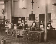 Küche des Pflegeheims Steinhof in früheren Jahren.