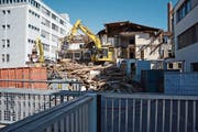 Auf dem Areal der Huber + Suhner AG in Herisau werden zwei Gebäude abgerissen. Dies hat verschiedenste Gründe. (Bild: Karin Erni)