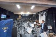 Georges Hanimann im neuen Pavillon für das Orchester. 55 Musiker und 24 Chorsänger haben hier Platz.