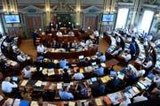 Im Kantonsrat spannen die FDP und die SVP längst nicht immer zusammen. Dazu passt die Sitzordnung: Zwischen den beiden Fraktionen befindet sich die CVP. (Bild: Regina Kühne)