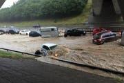 Am 14. Juni 2015 haben Regenfälle die Autobahn A1 bei Wil geflutet. (Bild: PD)