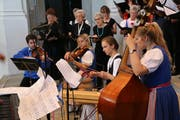 Der Kirchenchor Wald begleitet mit einem Quartett aus Streichern und einem Hackbrett den Militär-Gottesdienst. (Bild: PD/ Schweizer Armee)