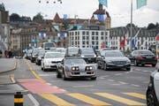 Die Seebrücke in Luzern wird täglich von 36000 Fahrzeugen befahren. (Bild: Corinne Glanzmann, 21. August 2017)