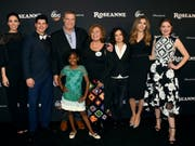 Sender kennt nach rassistischem Tweet kein Pardon: Die Familie Conner kehrt im Herbst ins Fernsehen zurück - allerdings ohne die bisherige Hauptfigur Roseanne Barr (Mitte). (Bild: Keystone/AP/JORDAN STRAUSS)