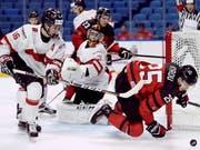 Nico Gross (Nummer 16) war im diesjährigen NHL-Draft der am höchsten gezogene Schweizer (Bild: KEYSTONE/The Canadian Press/NATHAN DENETTE)