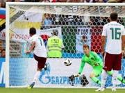 Carlos Vela bezwingt Südkoreas Goalie Jo Hyeon-Woo vom Penaltypunkt (Bild: KEYSTONE/EPA/KHALED ELFIQI)