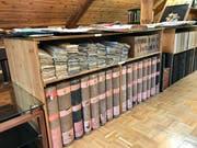 Tausende von Dokumenten lagern, sauber geordnet, auf den drei Museumsetagen.