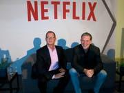 Netflix-Chef Reed Hastings (r.) und der nun entlassene Kommunikationschef Jonathan Friedland. (Bild: Keystone/AP/BERENICE BAUTISTA)