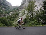 Solo unterwegs mit dem Rad (Archivaufnahme) (Bild: KEYSTONE/AP/CHRISTOPHE ENA)