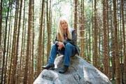 «In Obwalden habe ich Wurzeln, kenne viele Leute, manche davon, seit ich lebe»: Elisabeth Zurgilgen im Kernwald. (Bild: Dominik Wunderli (18. Juni 2018))