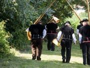 Das 62. Zentralschweizer Jodlerfest in Schötz ist zu Ende. Zehntausende erfreuten sich an den Darbietungen mit Jodeln, Fahnenschwingen sowie Alphorn- und Büchelblasen. (Bild: KEYSTONE/URS FLUEELER)