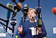 Bundeskanzlerin Angela Merkel an einer Pressekonferenz am Sonntag nach dem Minigipfel in Brüssel. (Bild: Geert Vanden Wijngaert/AP)