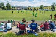 Gemütlicher Fussballnachmittag: Fast 900 Zuschauer waren am Samstag in Bazenheid beim Testspiel gegen den FC St. Galen dabei. (Bild: Michel Canonica)