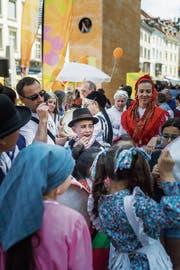 Migrantinnen und Migranten machen mit beim interkulturellen Begegnungstag und sind bemüht um Integration. Politische Partizipation ist dagegen bis heute nicht ihr Ding. (Bild: Michel Canonica (16.Juni 2018))