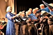 Dirigentin Ruth Würsch in Aktion am Jubiläumskonzert. (Bild: Romano Cuonz (Ennetbürgen, 24.Juni 2018))