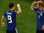 Torschütze Keisuke Honda (rechts) und Shinji Okazaki feiern Japans 2:2 (Bild: Keystone/EPA/ROMAN PILIPEY)