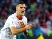Granit Xhaka droht wegen seiner Geste im Spiel gegen Serbien Ärger, ebenso Xherdan Shaqiri (Bild: KEYSTONE/LAURENT GILLIERON)
