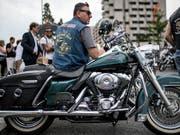 Harley Davidson baut seine Produktion ausserhalb der USA aus, um den im Handelsstreit eingeführten neuen Zöllen der EU auszuweichen. (Bild: KEYSTONE/TI-PRESS/GABRIELE PUTZU)