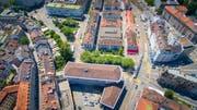 Der Stadtrat will noch vor den Sommerferien informieren, was mit den Parkplätzen zwischen Schibenertor und Hauptbahnhof passiert.Bild: Urs Bucher (19. Juni 2017)