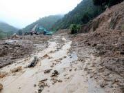 Bei schweren Unwettern mit Erdrutschen in Vietnam sind zahlreiche Menschen ums Leben gekommen. (Bild: KEYSTONE/AP VNA/QUY TRUNG)