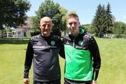 FCSG-Trainer Peter Zeidler mit Cedric Itten. (Bild: pd)