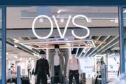 Eine Leuchtschrift über dem Eingangsbereich des mittlerweile liquidierten OVS-Flagship-Stores an der Sihlstrasse in Zürich. (Bild: Christian Beutler/Keystone, 7. März 2018)