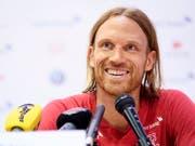 Verteidiger Michael Lang berichtet über die Stimmung im Schweizer Team (Bild: KEYSTONE/LAURENT GILLIERON)