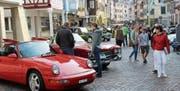 Eine Marktgasse voller Autos, doch keines war jünger als 26. (Bild: Gert Bruderer)