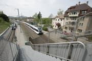 Kompositionen der S-Bahn im Bahnhof Bruggen. (Bild: Hanspeter Schiess)