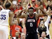 Clint Capela lässt seine Muskeln in der NBA spielen (Bild: KEYSTONE/AP/DAVID PHILLIP)