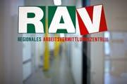 Wer seine Arbeitsstelle kündigt, ohne einen neuen Job zu haben, muss beim RAV mit Sanktionen rechnen. (Bild: Gaetan Bally/Keystone)