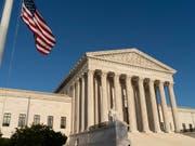 Im Streit um das jüngste Einreiseverbot von US-Präsident Trump für Menschen aus mehreren islamischen Ländern hat sich der Oberste Gerichtshof der USA auf die Seite der Regierung gestellt. (Bild: KEYSTONE/AP/J. SCOTT APPLEWHITE)