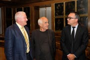Präsident Klaus Odermatt (von links) mit Gastreferent Generalvikar Martin Kopp und dem neuen Geschäftsstellenleiter Daniel Amstad.