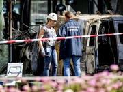 Polizisten am Tatort vor dem «Telegraaf». (Bild: KEYSTONE/EPA ANP/KOEN VAN WEEL)