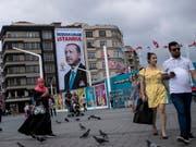 Die EU will nach dem Wahlsieg von Recep Tayyip Erdogan bei den Präsidentschaftszahlen in der Türkei vorerst keine Verhandlungen über eine Zollunion aufnehmen. (Bild: KEYSTONE/EPA/SEDAT SUNA)
