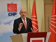 Kemal Kilicdaroglu, der Chef der grössten türkischen Oppositionspartei CHP, kritisierte, dass die Wahlen unter dem Ausnahmezustand stattfanden. (Bild: KEYSTONE/EPA/STR)