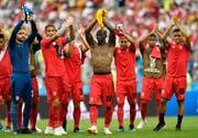 Die peruanischen Spieler feiern nach ihrem 2:0 Sieg gegen die Aussies. (Bild: AP Photo/Martin Meissner)